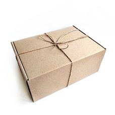"""Подарочная коробка """"Крафтовая"""" (24х17 см), с сеном"""