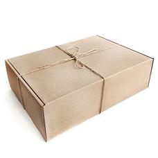 """Подарочная коробка """"Крафтовая большая"""" (34х24 см), с сеном"""
