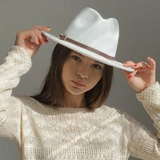 Фетровая шляпа-федора с цепочкой, белая
