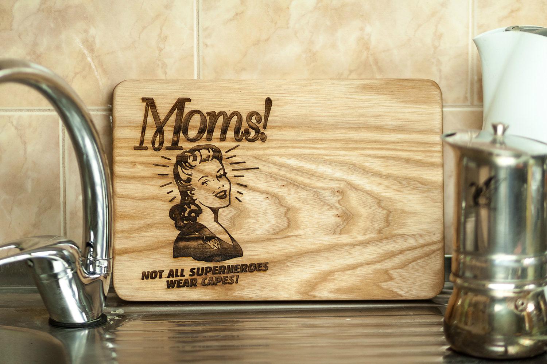 Разделочная доска, подарок ко дню матери