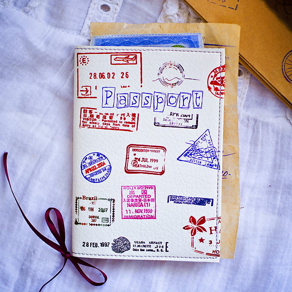 Обложка на паспорт из кожи с почтовыми штампами