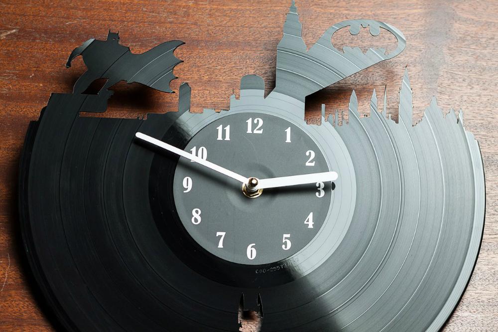 Часы из винила, виниловые часы batman